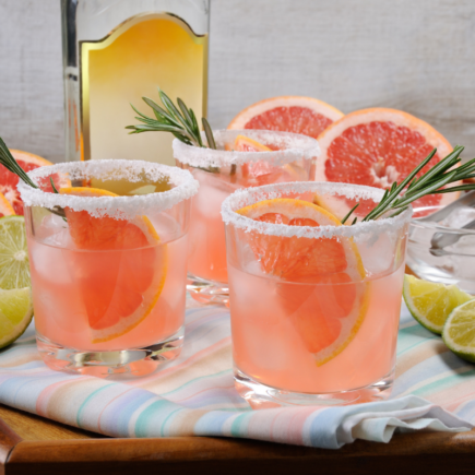 5 Delicious Holiday Cocktails to Make On Valentine's day.